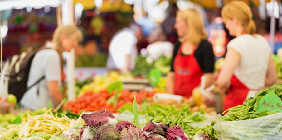 farmers market stall with organic vegetables