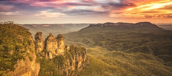 sunset view of the three sisters blue mountains