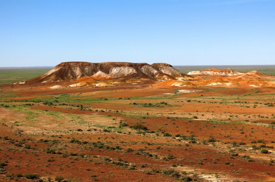 landscape view of the breakaways in coober pedy